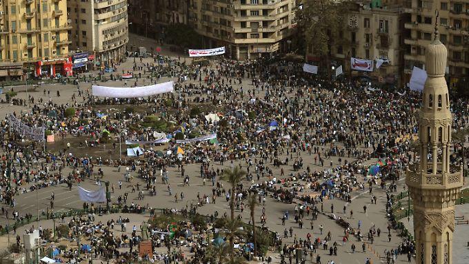 Immer noch verharren Demonstranten auf dem Tahrir-Platz in Kairo.