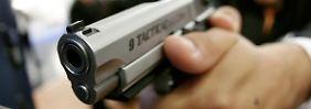 Waffennarr: Sportschützen beharren auf ihrem Recht, mit allen Waffen schießen zu können.