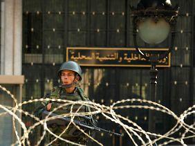Viele Algerier fürchten, dass es in ihrem Land nicht zu einem friedlichen Wandel kommen könnte.