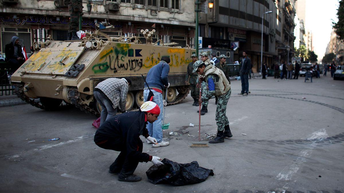 der sch nste tag meines lebens aufr umen auf dem tahrir platz n. Black Bedroom Furniture Sets. Home Design Ideas