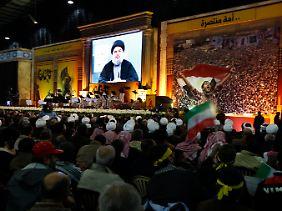 Nasrallah spricht zu seinen Anhängern.