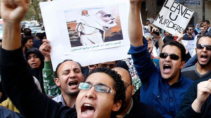 Junge Ägypter solidarisieren sich mit den Protesten in Libyen.