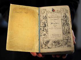 """Noch ein Jubiläum: vor genau 200 Jahren veröffentlichte Wilhelm Grimm sein Erstlingswerk """"Altdänische Heldenlieder, Balladen und Märchen. Übersetzt von Wilhelm Grimm""""."""