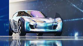 Nissan zeigt mit dem Esflow ein sportliches Elektroauto, das es in unter fünf Sekunden auf 100 km/h schafft.