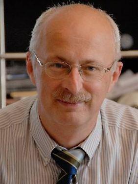 Prof. Dr. Robert Jütte ist Medizinhistoriker und Mitglied des Wissenschaftlichen Beirats der Bundesärztekammer. Er leitete eine Arbeitsgruppe zum Placebo-Effekt.