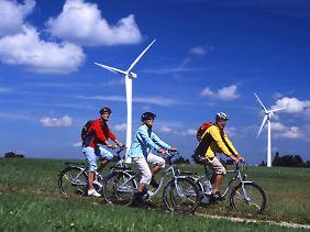 Rückenwind für lange Touren: Ausflüge per Rad sind mit zusätzlicher Elektrokraft weniger anstrengend.