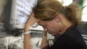 Burnout trifft nicht nur Ältere: Überschwängliches Engagement und Karrieredrang können bei Berufseinsteigern zum Problem werden.