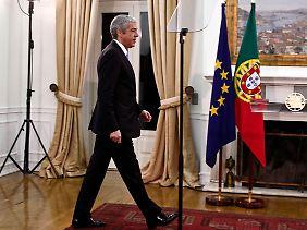 José Sócrates kann seine ambitionierten Sparpläne nicht durchbringen und legt deshalb sein Amt nieder.