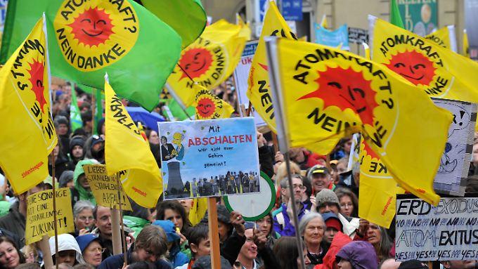 Buh-Rufe gegen die Kanzlerin: Hunderttausende fordern Atom-Ausstieg