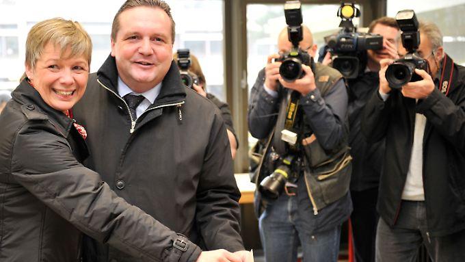 Wahlkrimi im Südwesten: Mappus lächelt drohende Pleite weg