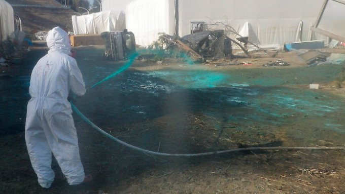 kan besucht fukushima verstrahltes wasser l uft direkt ins meer n. Black Bedroom Furniture Sets. Home Design Ideas
