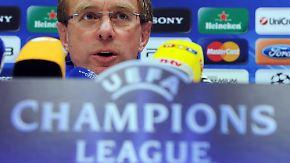 Jubel auf Schalke: Ralf Rangnick hält Ball flach