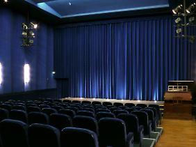 Kinoatmosphäre: im Filmmuseum Potsdam wird regelmäßig der Projektor eingeschaltet. Bei Stummfilmen sorgt eine Kinoorgel für die Geräuschkulisse.