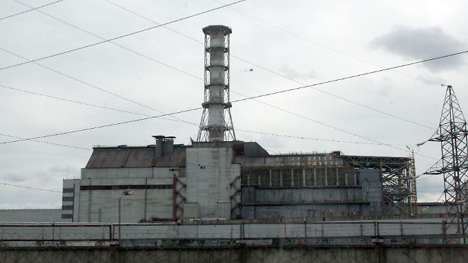 Blick auf den zerstörten Unglücksreaktor 4 des Kernkraftwerkes Tschernobyl.