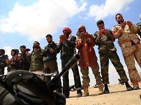 Die libyschen Rebellen werden demnächst von französischen, britischen und italienischen Militärexperten geschult.
