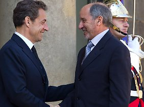 Sarkozy erhält einen Gegeneinladung von Abdel Dschalil.