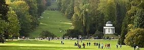 Weitläufiges Gelände mit vielen Möglichkeiten zum Spazierengehen - der Bergpark Wilhelmshöhe gilt mit einer Fläche von 240 Hektar als größter Bergpark nördlich der Alpen.