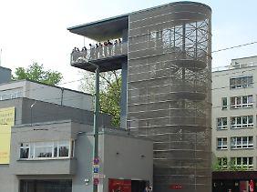 Aussichtsplattform an der Gedenkstätte in der Bernauer Straße - von dort oben lässt sich das Gelände mit den ehemaligen Grenzanlagen gut überblicken.