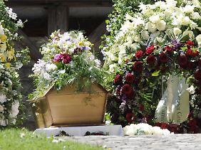 Die Trauerfeier fand im engsten Freundes- und Familienkreis statt.