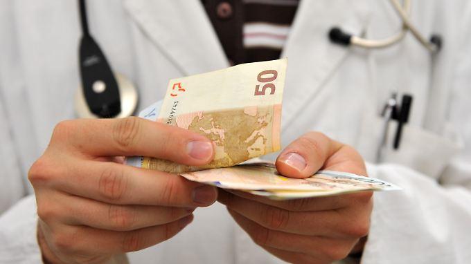 Viele Patienten bezahlen selbst für Leistungen, die auch die Kasse übernehmen würde.
