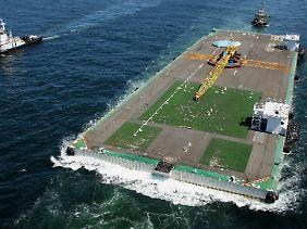 Das Floß ist 136 Meter lang und 46 Meter breit.