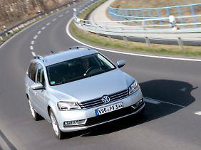 Familiengesicht: Seit dem Facelift Ende 2010 passt die Passatfront wider zum VW-Auftritt.