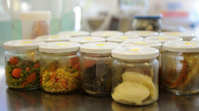 Lebensmittelproben in einem Labor des Hamburger Instituts für Hygiene und Umwelt.