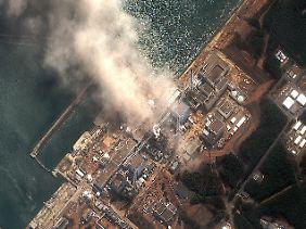 Satellitenaufnahme nach der Explosion am Reaktor 2 vom 14. März 2011.