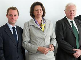 Gesundheitsminister Bahrl, Verbraucherschutzministerin Aigner und der Präsident des RKI, Burger, vor dem Krisentreffen.