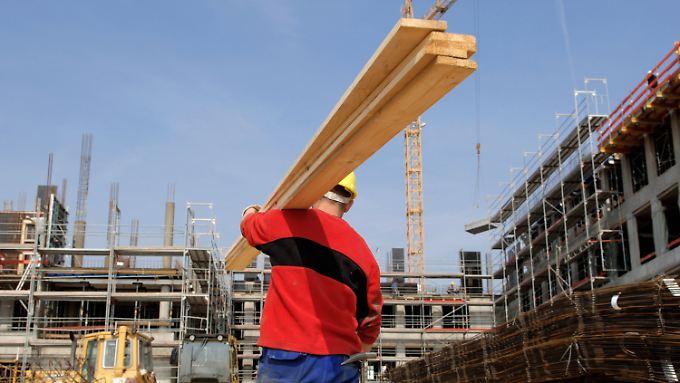Aufschwung: Dank anhaltend guter Konjunktur haben immer mehr Menschen wieder Arbeit.