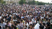 Anti-Assad-Demonstration in der zentralen Stadt Talbiseh.