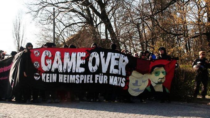 Leipziger solidarisieren sich im April 2010 mit dem Roten Stern.