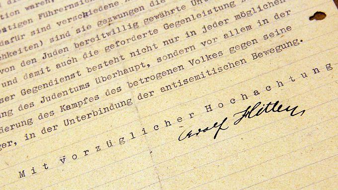 Ein Teil des Briefes mit Hitlers Unterschrift.