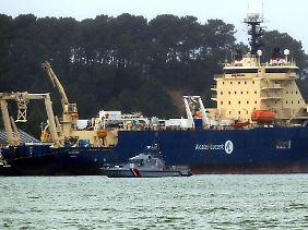 Flugzeugteile und sterbliche Überreste an Bord: Das Schiff, eigentlich ein Kabelleger, verfügt über schweres Gerät und ausreichend Platz.