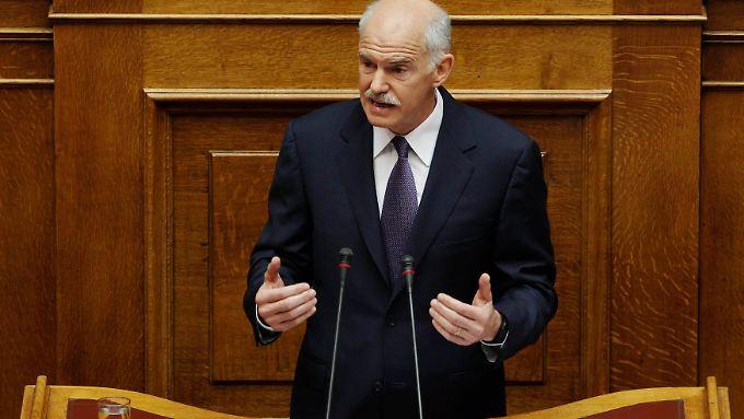 Papandreou während seiner Rede vor dem Parlament.
