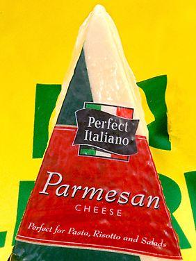 Im lange gereiften Parmesan sind nur noch 0,06 Gramm Laktose pro 100 Gramm Käse.