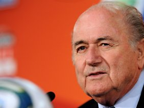 """""""Meilenstein in der Entwicklung des Frauenfußballs"""": Joseph Blatter."""