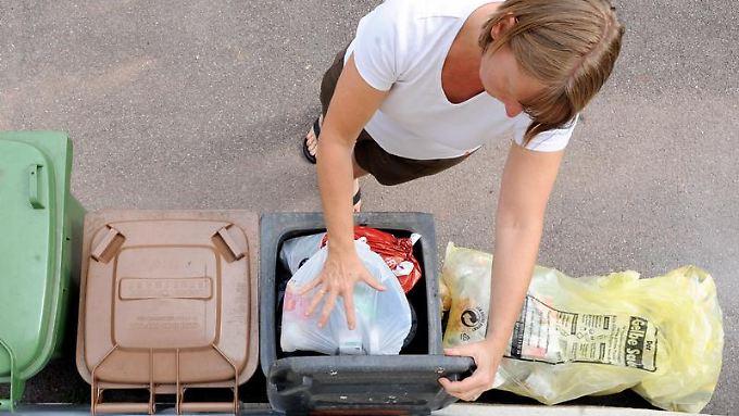 Im Zweifel in den Restmüll - die meisten Menschen nehmen es mit der Mülltrennung nicht so genau.