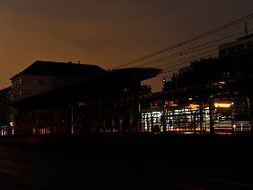 Der Stromausfall am Mittwochabend hüllt Hannover und die Stadt Langenhagen ins Dunkel.