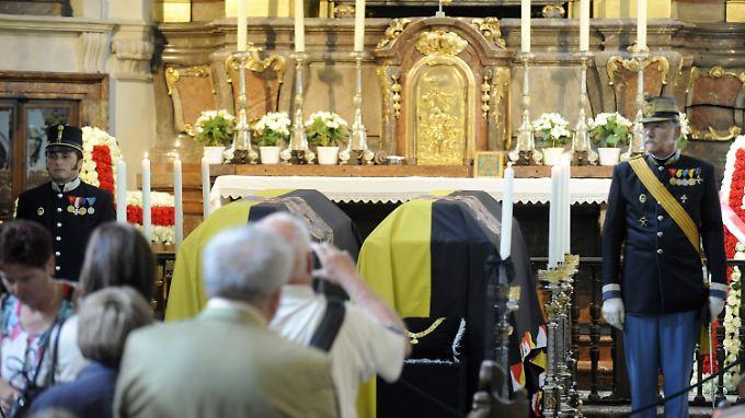 Die Särge mit den Leichen von Otto von Habsburg und seiner Frau Regina in der Kapuzinergruft in Wien - die Bestattung wird am 16. Juli sein. Das Herz Habsburgs soll nach Familientradition in Ungarn beigesetzt werden.