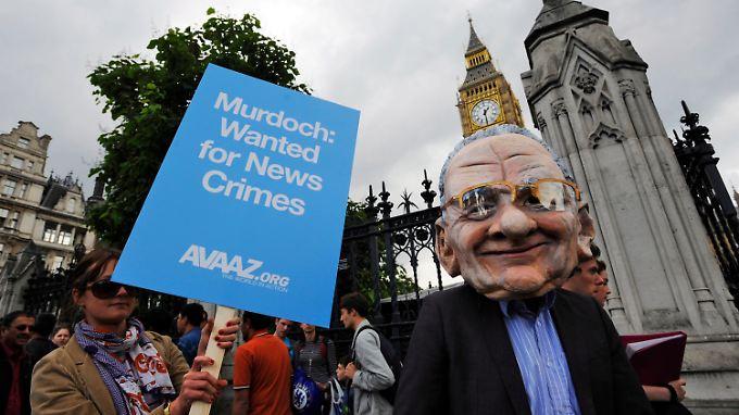 """""""Murdoch: Für Nachrichten-Verbrechen gesucht"""": Die Empörung in England über den Abhörskandal ist enorm."""