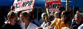 NPD-Unterstützerinnen 2009 in Borna.