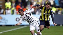Der für den 31. Juli angesetzte Supercup zwischen Pokalsieger Besiktas und Meister Fenerbahce war schon in der Vorwoche verschoben worden, da beide Titelgewinne unter Betrugsverdacht stehen.