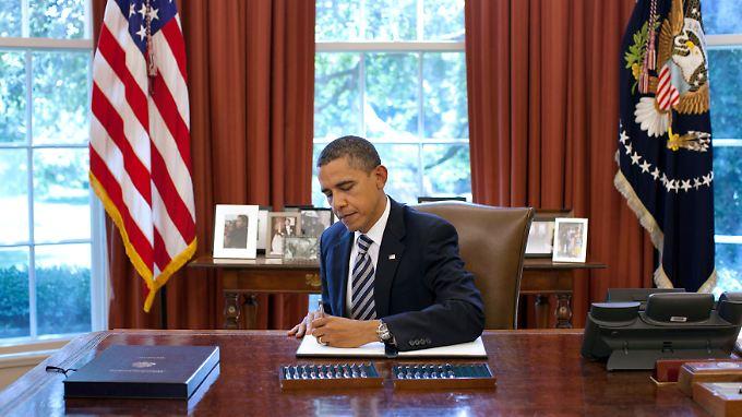 US-Präsident Obama unterschreibt den Budget Control Act.