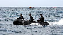 Vor den Komoren sind Suchmannschaften im Dauereinsatz.