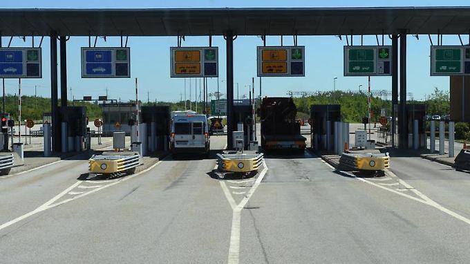 Mautstation an der Öresund-Brücke: Gebühren für die Nutzung von Straßen, Tunneln oder Brücken werden in vielen europäischen Ländern fällig