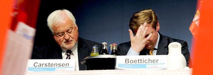 """Auch Ministerpräsident Carstensen hatte von von Boetticher erwartet, dass er """"die richtigen Schlüsse daraus zieht""""."""
