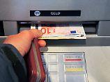 Teures Bargeld: So steuern Banken ihre Kunden