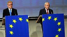 """Olli Rehn (l) und Jacques Barrot handeln sich für ihren Vorschlag den Vorwurf ein,  auf dem Balkan """"zwei Klassen von Bürgern"""" zu schaffen."""
