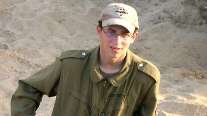 Dieses Bild zeigt Schalit im Alter von 19 Jahren.